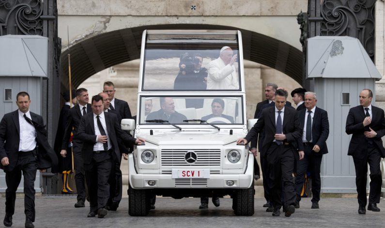 El papa reza por las víctimas de Bruselas