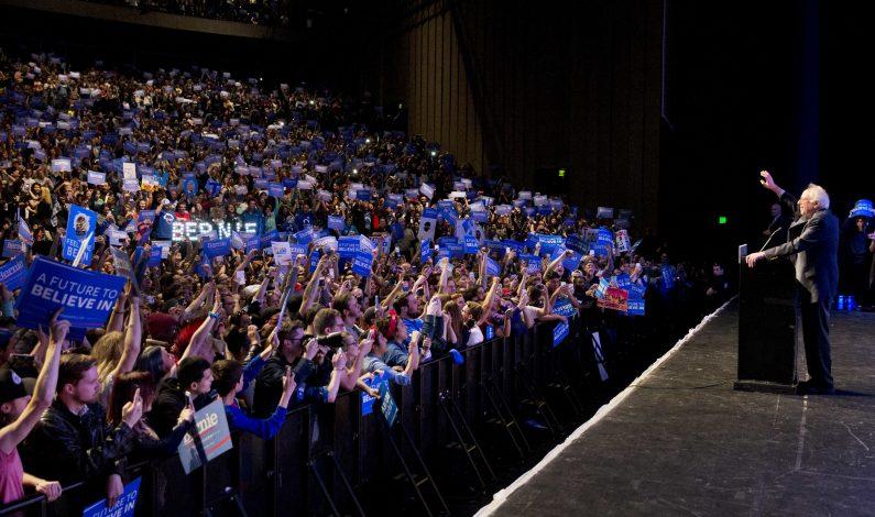Voluntarios viajan a Arizona para apoyar campaña de Sanders