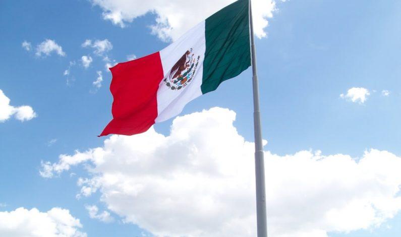 Estrenan macro banderas en Monterrey