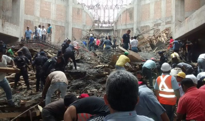 Cuatro muertos tras derrumbe en obra en catedral en México