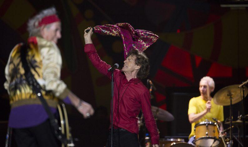 Juanes acompaña a los Rolling Stones en su debut en Colombia