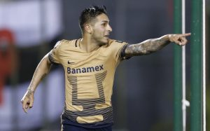 El jugador de Pumas, Ismael Sosa, festeja un gol contra Olimpia por la Copa Libertadores el martes, 1 de marzo de 2016, en Asunción. (AP Photo/Jorge Saenz)