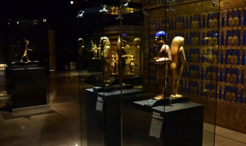 """Inauguran la exposición """"Tutankamon, la tumba, el oro y la maldición"""", en Querétaro"""