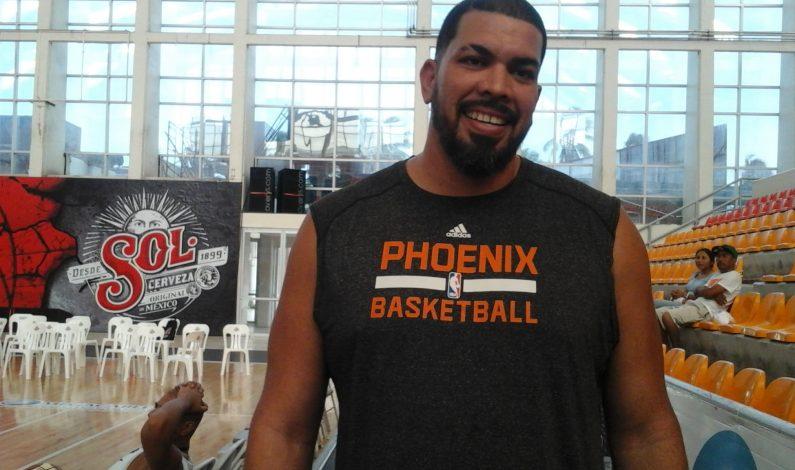Horacio Llamas, invitado de honor en la noche de Los Suns