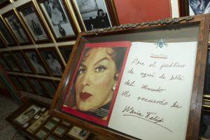 """60407063. México, 7 Abr. 2016 (Notimex-Jorge Torres).- Preservar su legado y que las nuevas generaciones conozcan el trabajo de María Félix, es la satisfacción que le deja el Museo Salón """"La Doña"""" a Alejandro Martínez Cadena, fundador de este espacio que desde hace 14 años se ha dado a la tarea de coleccionar todo tipo de objetos de """"La Diva de México"""". NOTIMEX/FOTO/JORGE TORRES/JTC/ACE/"""