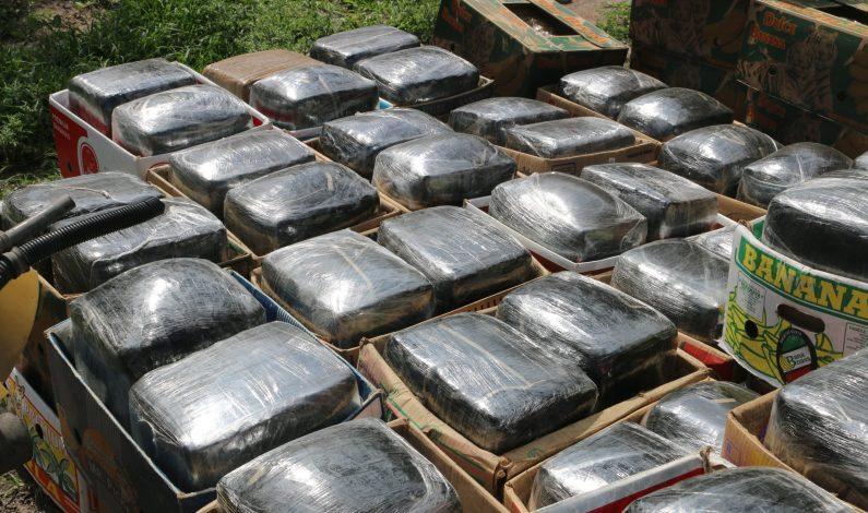 Abandonan vehículo robado con 35 kilos de mariguana en Sonora