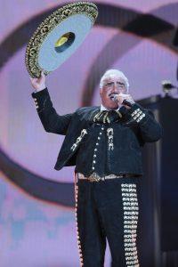 """60416266. México, 16 Abr 2016 (Notimex-Isaías Hernández).- Vicente Fernández se presenta por última vez en un escenario para deleitar a todos sus fans con el concierto """"Un azteca en el azteca"""", este sábado en el Estadio Azteca. NOTIMEX/FOTO/ISAIAS HERNANDEZ/IHH/ACE/"""