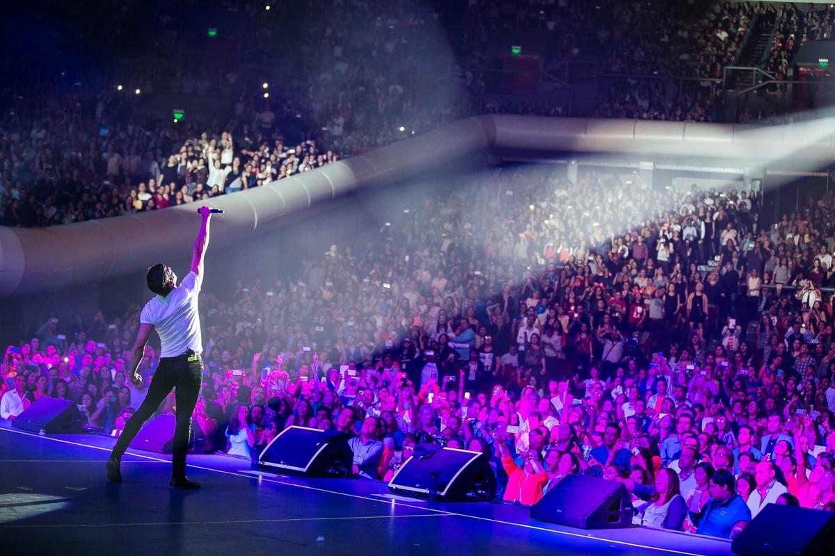 Cientos de personas disfrutan del concierto de Melendi en