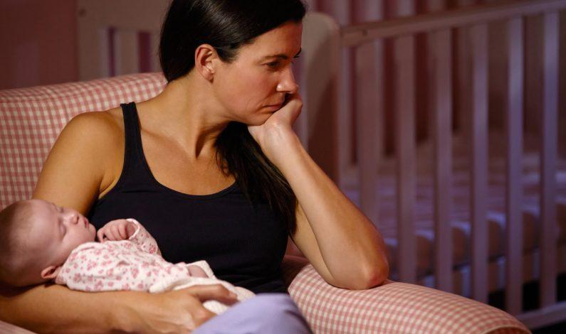 Estudio destaca importancia de examen de depresión post parto