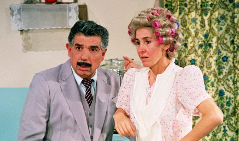 """Doña Florinda"" llora la muerte de ""El Profesor Jirafales"""