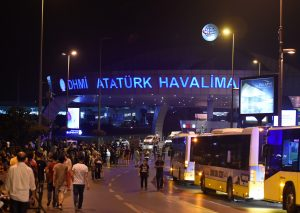 La operación fue lanzada dos días después del triple atentado suicida en el aeropuerto Atatürk de Estambul. Foto: Notimex
