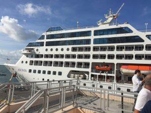 el pasado 2 de mayo causó revuelo la llegada del crucero Adonia, embarcación propiedad de la naviera estadunidense Carnival