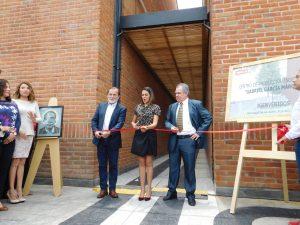 Epigmenio Ibarra, Denisse Ugalde y Martín Orozco, cortaron el listón inaugural del nuevo centro de producción %22Gabriel García Márquez%22. Foto Cortesía Argos