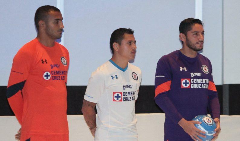 "Cruz Azul presenta nueva ""armadura"" para Apertura 2016"