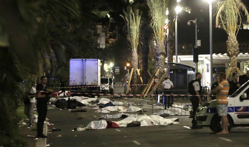 Camión atropella y mata a decenas de personas en Francia