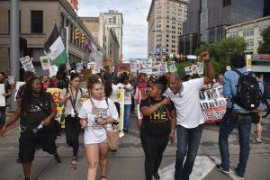 Las manifestaciones iniciaron el domingo, un día antes de la apertura de la convención y se mantendrán constantes a lo largo de los cuatro días del evento.