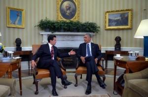 60722083. Washington, 22 jul. 2016 (Notimex-Presidencia).- El presidente de México, Enrique Peña Nieto, se reunió hoy con su homólogo de los Estados Unidos de América, Barack Obama. Durante el encuentro, celebrado en la Oficina Oval de la Casa Blanca, ambos dialogaron acerca de diversos temas de la relación bilateral. NOTIMEX/FOTO/PRESIDENCIA/COR/POL/