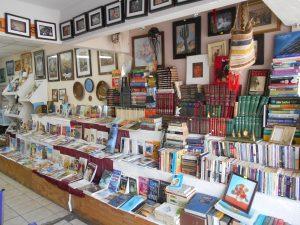 En La Librería, además de literatura, también se pueden comprar enciclopedias, textos infantiles, curiosidades