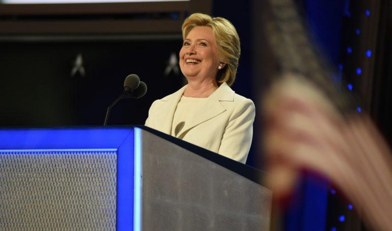Clinton asume candidatura y promete no construir muro