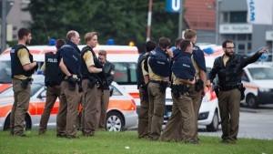 La policía alemana pidió a la población de Múnich, la capital de Bavaria, evitar aglomeraciones y de ser posible quedarse en sus casas mientras se controla la crisis
