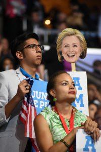 Un 64 por ciento de los latinos sostiene que en los asuntos que son más importantes para ellos, coinciden con el Partido Demócrata.