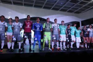 """60721185. León, Gto. 21 Jul. 2016 (Notimex-Cortesía).- Esta noche el equipo de los """"Panzas Verdes"""" de León, presentó el uniforme con el que participará en el Torneo de Apertura 2016 de la Liga MX. NOTIMEX/FOTO/CORTESÍA/SPO/"""