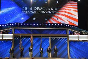 La convención empezó en medio de expresiones de simpatía para el senador Sanders de muchos de los más de cuatro mil 700 delegados presentes en el Centro Wells Fargo.