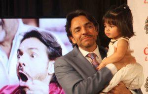 Eugenio disfruta la máximo a su pequeña Aitana. Foto Cortesía Natalia Feregrino (EugenioDerbezTV)