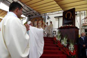 60728051. Czestochowa, 28 Jul. 2016 (Notimex).- El Papa Francisco celebró este jueves una misa ante decenas de miles de personas en el santuario de Jasna Gora, en la localidad de Czestochowa, con motivo del 1050 aniversario del bautismo cristiano de Polonia y que contó con la presencia de las principales autoridades políticas del país, entre ellas el presidente polaco, Andrzej Duda y la primera ministra Beata Szydlo. NOTIMEX/FOTO/MAZUR-EPISKOPAT/COR/REL/