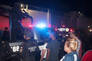 El incidente inició aproximadamente a las 22:45 horas, cuando las autoridades realizaban una reubicación de internos entre los ambulatorios del penal