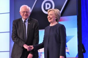 Bernie Sanders, fue abucheado hoy por delegados demócratas cuando pidió apoyar y votar a favor de