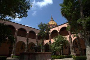 Las características turísticas de Guanajuato han generado un importante flujo de visitantes, al grado de que el sector es la segunda fuente de empleo en la entidad.