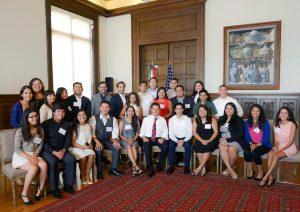 """60722111. Washington, D.C., EUA, 22 Jul 2016 (Notimex- Presidencia).-En el marco de su Visita Oficial por esta nación, el Presidente Enrique Peña Nieto se reunió con un grupo de jóvenes de origen mexicano, conocidos como """"dreamers"""", en el Instituto Cultural Mexicano, con quienes dialogó sobre las actividades que llevan a cabo en este país y su amor por México. NOTIMEX/FOTO/PRESIDENCIA/COR/POL"""