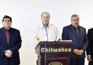 César Duarte Jáquez anunció que el traslado de Joaquín Guzmán Loera al Cefereso número 9 de Ciudad Juárez de ningún modo representa un riesgo para los chihuahuenses, sino un reconocimiento a la fortaleza que tiene Chihuahua en materia de seguridad. NOTIMEX/FOTO/ESPECIAL/COR/POL/