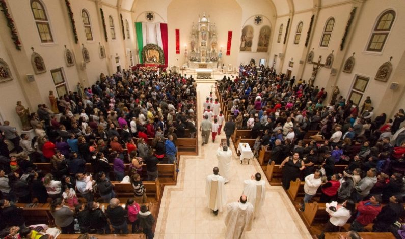 Miles le cantan las mañanitas a la Virgen de Guadalupe en Phoenix